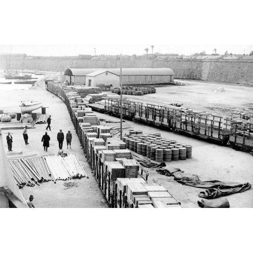 Κυπριακές αρχαιότητες στο λιμάνι της Αμμοχώστου, έτοιμες να φορτωθούν για τη Σουηδία (φωτογραφία: Medelhavsmuseet)