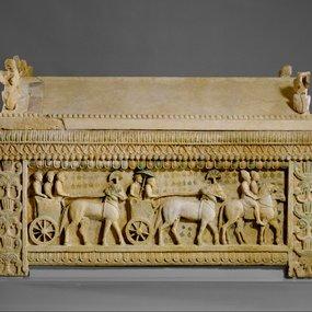 Metropolitan Museum of Art, Νέα Υόρκη: η «σαρκοφάγος της Αμαθούντας». Ασβεστόλιθος. Πρώτο τέταρτο 5ου αι. π.Χ.. Από τη βόρεια νεκρόπολη της Αμαθούντας. Συλλογή Cesnola, αποκτήθηκε με δημόσια δαπάνη, 1874-76 (74.51.2453).