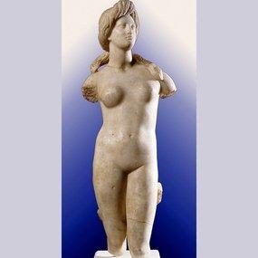 Μαρμάρινο άγαλμα της Αφροδίτης. Από τους Σόλους. Ύ. 81 εκ. 1ος αι. π.Χ.. Κυπριακό Μουσείο.