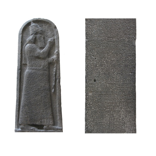 The Sargon stele from Larnaca, with a detail of the passage concerning Cyprus (link side, lines 26-56). Berlin, Vorderasiatisches Museum, VA968 (© the author).