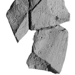 Φοινικικό ενεπίγραφο όστρακο (με οικονομικό περιεχόμενο) από το ιερό στο Κίτιο-Παμπούλα, 8ος αι. π.Χ.. © Γαλλική αρχαιολογική αποστολή Κιτίου και Σαλαμίνας, Αρχαιολογικό Μουσείο Επαρχίας Λάρνακας, KEF-803