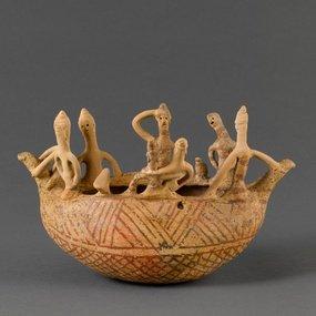 Μουσείο Λούβρου, Παρίσι: πήλινο ομοίωμα πλοίου με πλήρωμα. Αρ. ευρ. ΑΜ1972. Μέση Κυπριακή ΙΙ, 1850-1750 π.Χ. περίπου. Η φωτογραφία παραχωρήθηκε από το μουσείο.