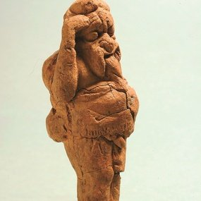 Terracotta figurine of an artist wearing a mask. Pierides Museum, Larnaka, inv. no. CL-195 (courtesy of the Pierides Museum).