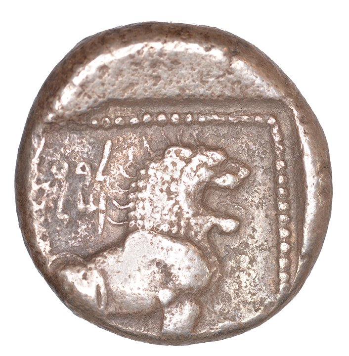 Οπισθότυπος 'SilCoinCy A1043, acc.no.: KP 1238.6. Silver coin of king Baalmilk I of Kition 475 - 450 BC. Weight: 0.69 g, Axis: 6h, Diameter: 21mm. Obverse type: Heracles advancing r. holding club and bow. Obverse symbol: -. Obverse legend: - in -. Reverse type: Lion seated r.. Reverse symbol: -. Reverse legend: l'blmlk in Phoenician. '-'.