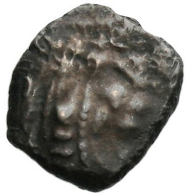Εμπροσθότυπος 'SilCoinCy A1805, acc.no.: . Silver coin of king Baalmilk I of Kition 475 - 450 BC. Weight: 0.86g, Axis: 7h, Diameter: 11mm. Obverse type: Heracles head r. bearded with lion skin . Obverse symbol: -. Obverse legend: - in -. Reverse type: Lion seated r.. Reverse symbol: -. Reverse legend: bl in Phoenician. 'BMC Cyprus, A Catalogue of the Greek Coins in the British Museum, Cyprus'.