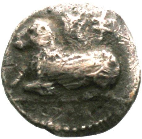 Εμπροσθότυπος 'SilCoinCy A1844, acc.no.: . Silver coin of king Evanthes of Salamis ca 450 BC  - . Weight: 1.59g, Axis: 2h, Diameter: 13mm. Obverse type: Ram recumbent l.. Obverse symbol: -. Obverse legend: pa in Cypriot syllabic. Reverse type: Ram's head r. ; laurel branch below. Reverse symbol: -. Reverse legend: pa-e in Cypriot syllabic.